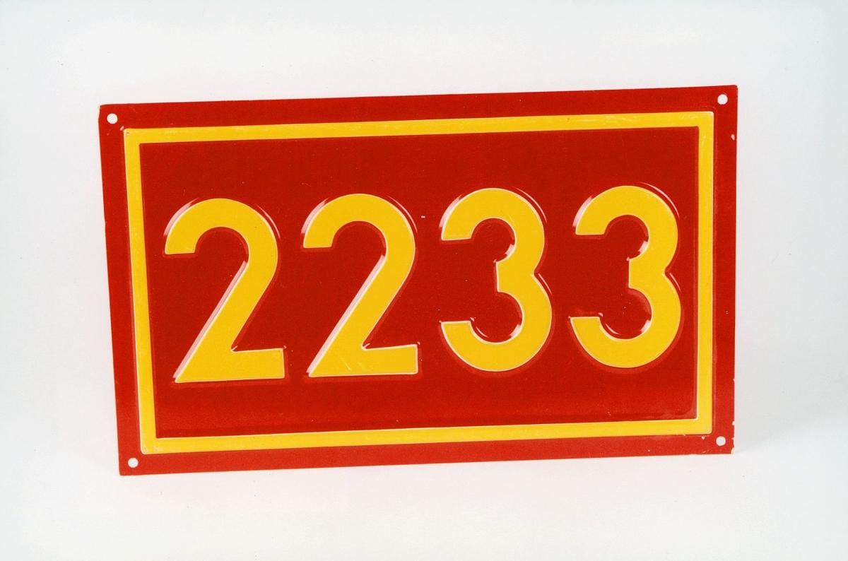 Postmuseet, gjenstander, skilt, stedskilt, nummerskilt, 2233 (Vestmarka).