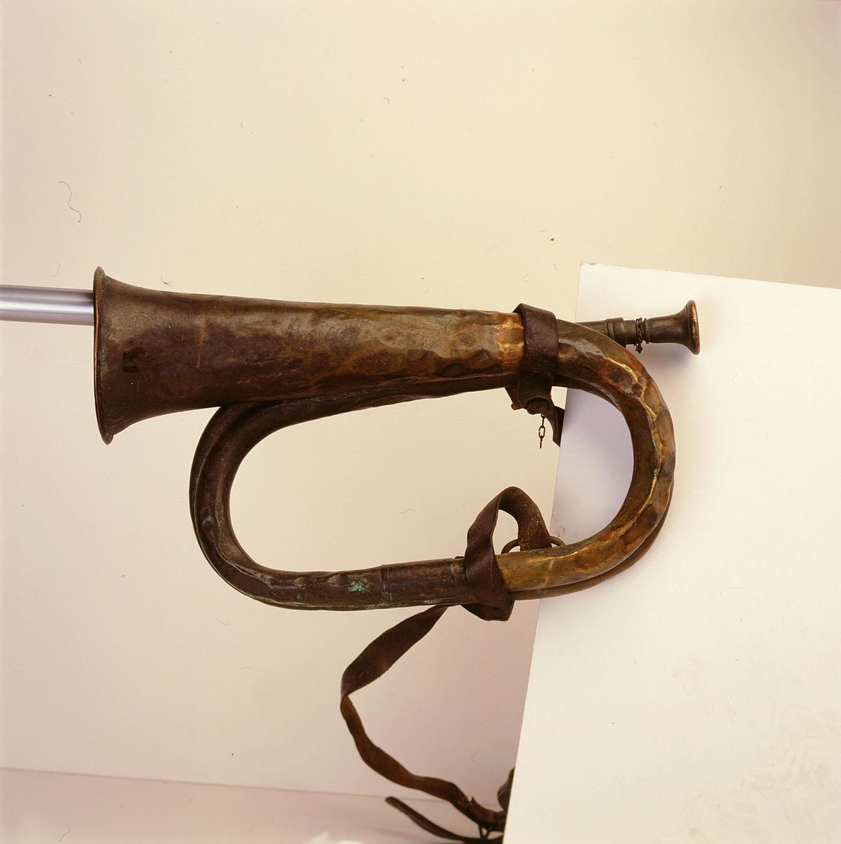 postmuseet, gjenstander, posthorn fotografert til posthornplakaten, trompettype med rem