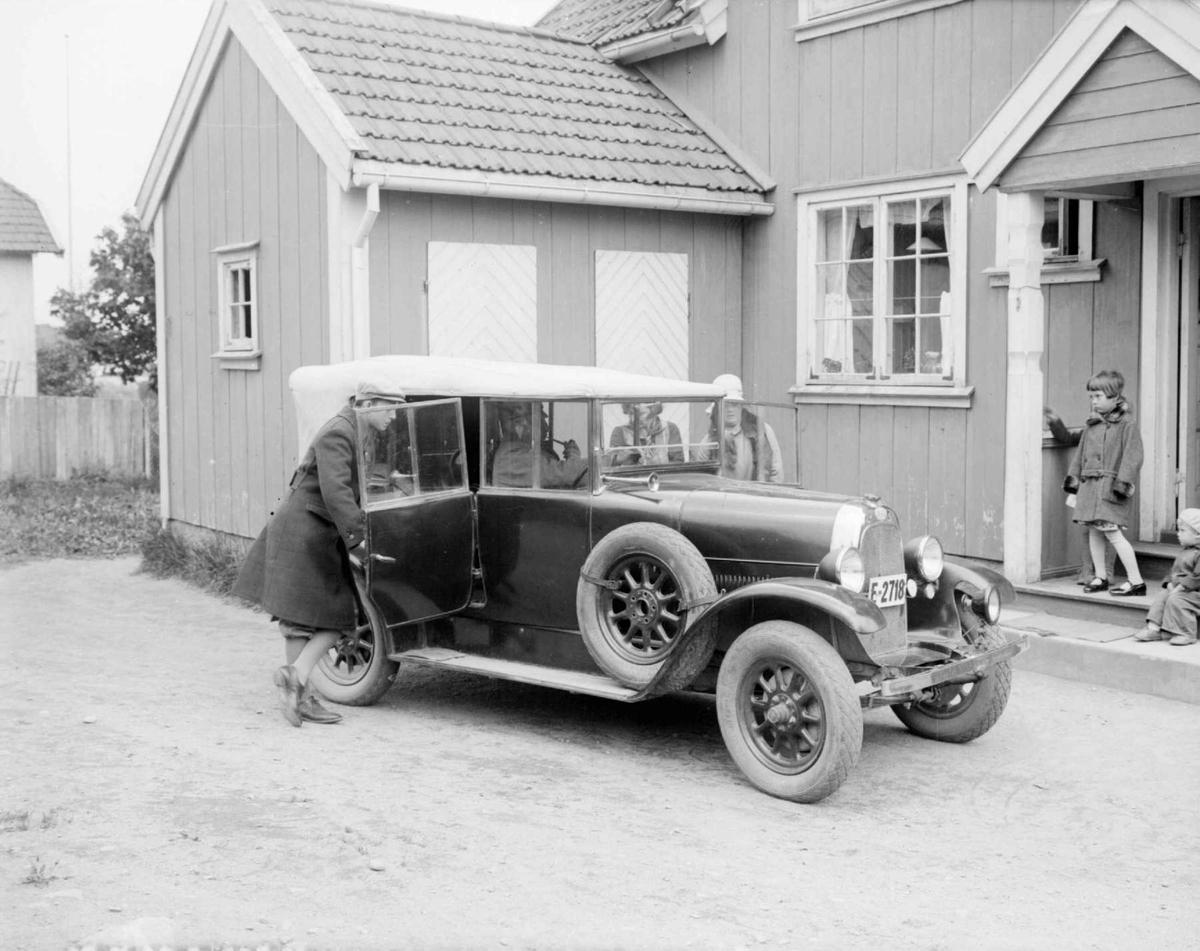 Far og mor Berge reiseklar. 1930. Fiat 501 E-2718.