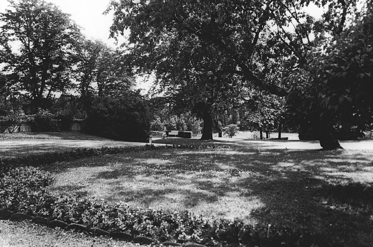 Fornebo hovedgård, hagen