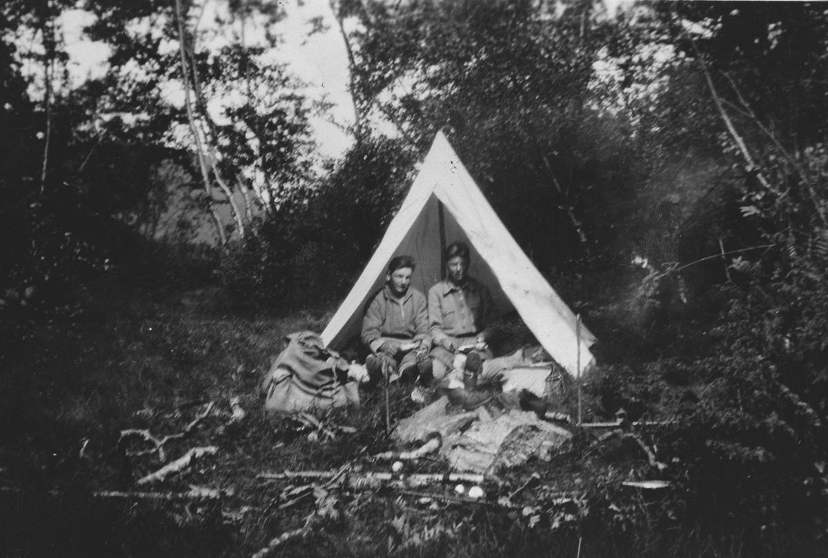 På sykkeltur i 1932. Teltplass.