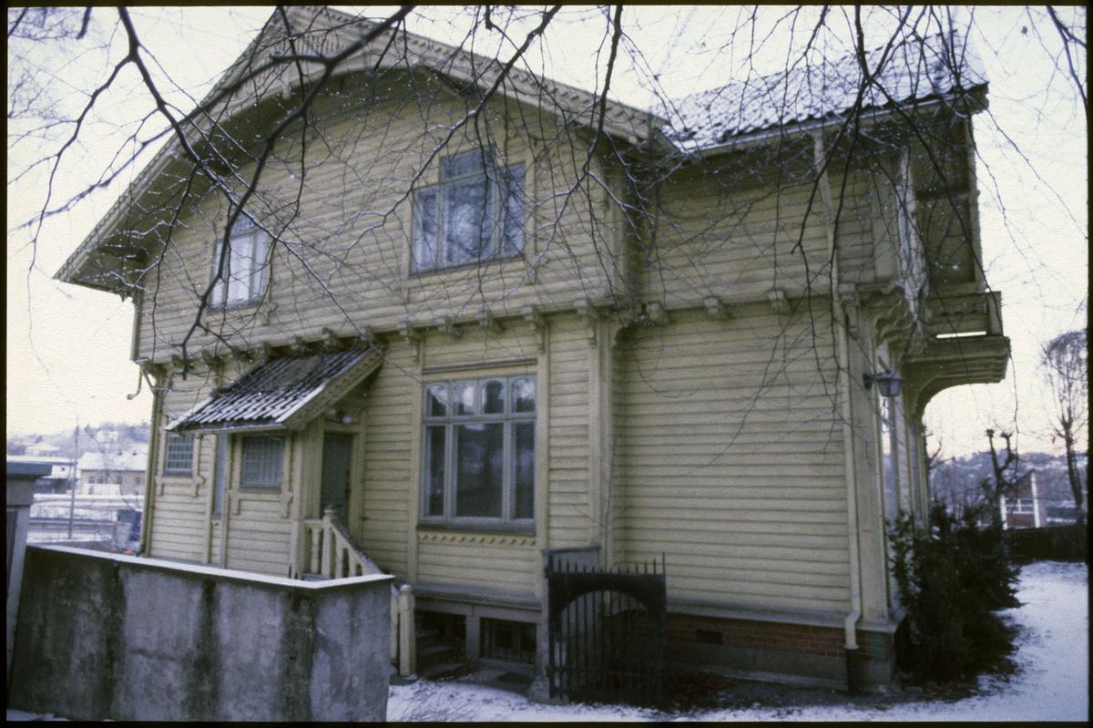 Villa Madeiras, Drammensv. 310 /sveitserstil fra 1859. Revet aug. 1991