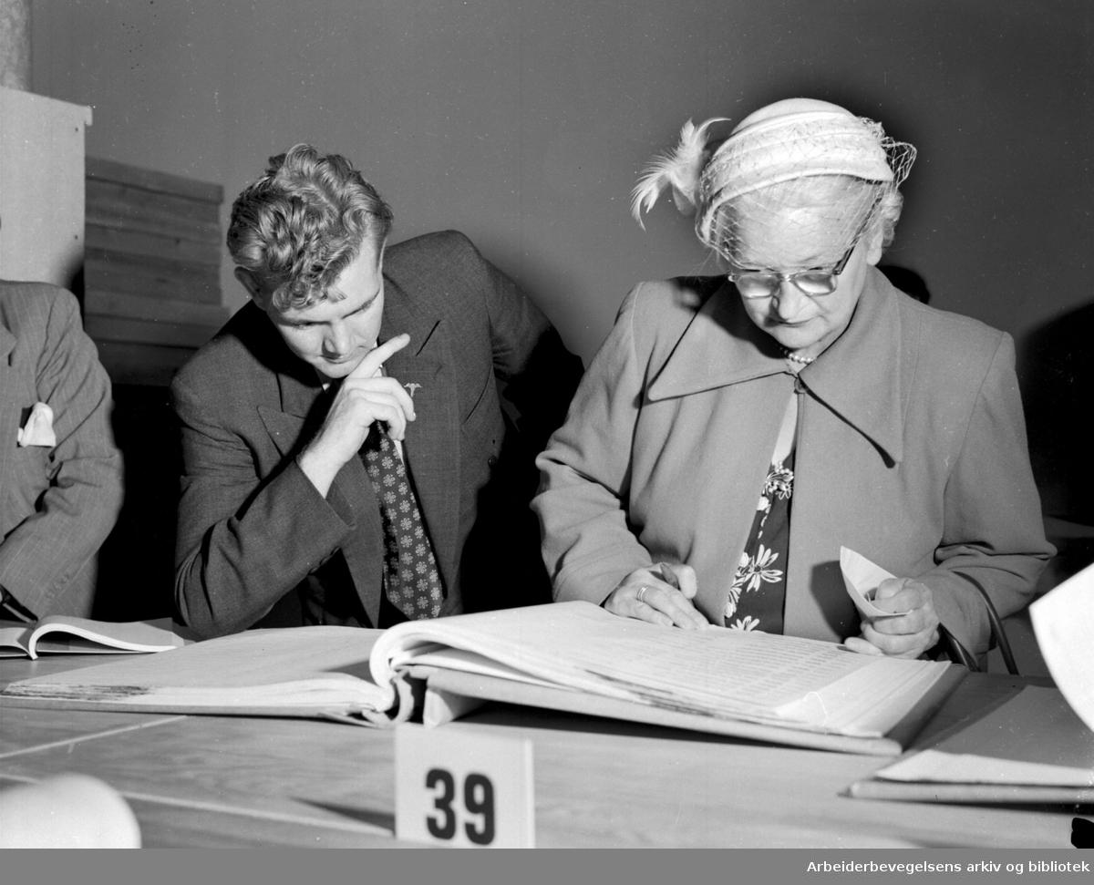 Likningsprotokollene er lagt ut,.august 1953