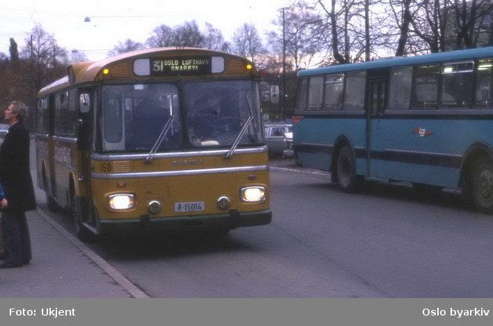 Busser, Ing. M.O. Schøyens Bilcentraler (SBC) buss A-15014 linje 31 til Oslo lufthavn Fornebu.