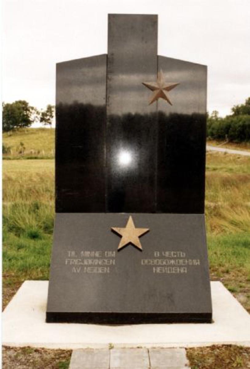 Marmor, Polert sort med gullstjerner. 2,85x1,50