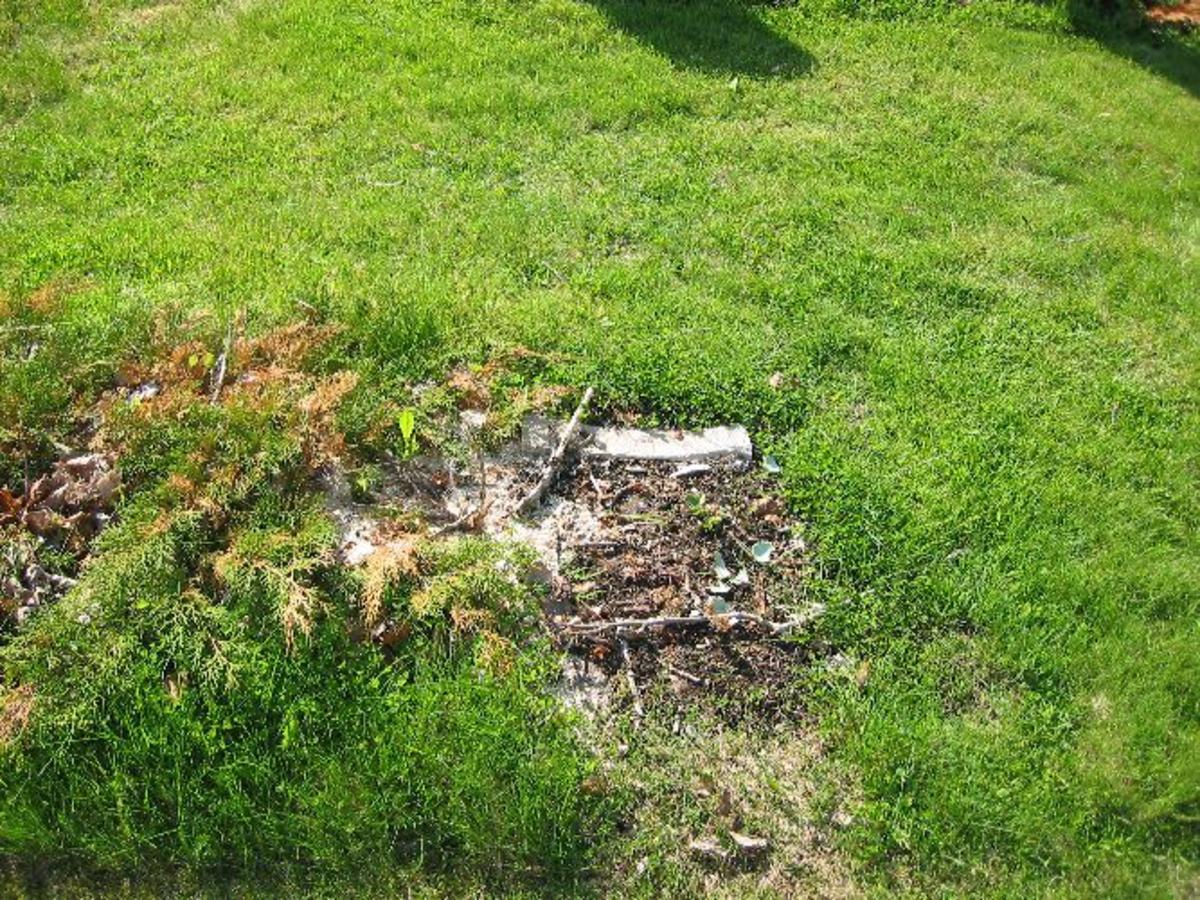 Britisk gravstøtte, avbrukket ved jordfestet