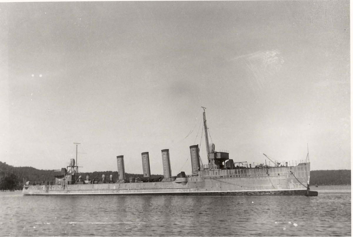 Motiv: Jageren DRAUG - Styrbord bredside
