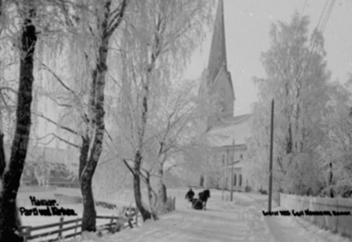 FURNESVEGEN, HAMAR DOMKIRKE, VINTERSTEMNING, RIMTRÆR, HEST MED SLEDE. Parti fra Furnesvegen mot Hamar domkirke, 1916. Vinter, hest og slede.