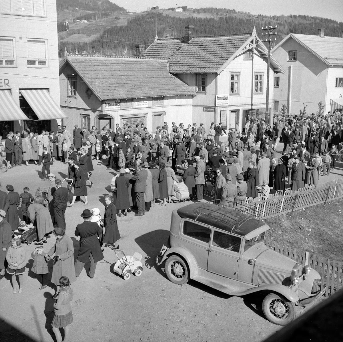 1. MAI I BRUMUNDDAL 1957. FOTOGRAF EIVIN LØKKEN.