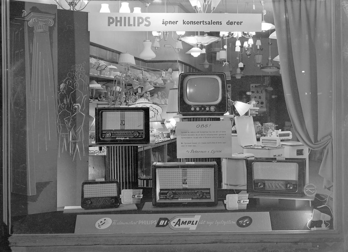 Radiomessen 1956 - vindusutstilling hos Det Elektriske Kjøkken / Petersen & Lynne