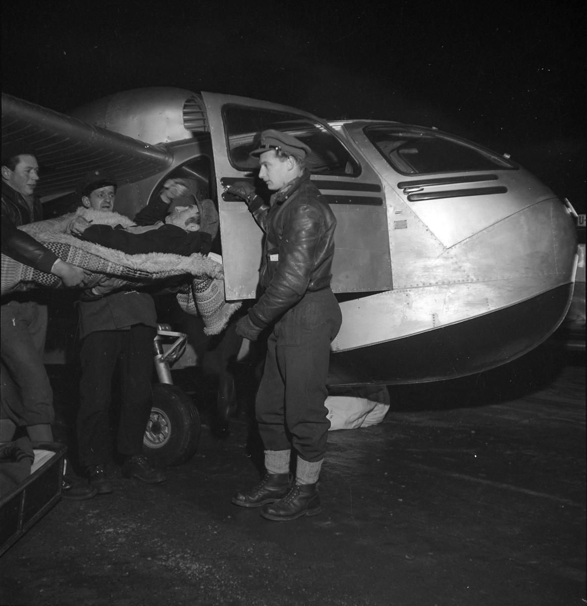 Leonard Lysvann i syketransport med fly