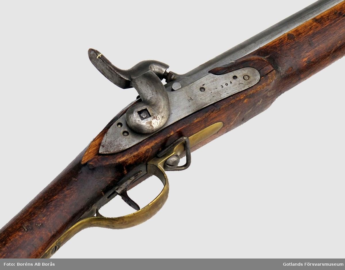 Slaglåsgevär. Tillverkningsnummer 6852 N 5. Med bajonett.