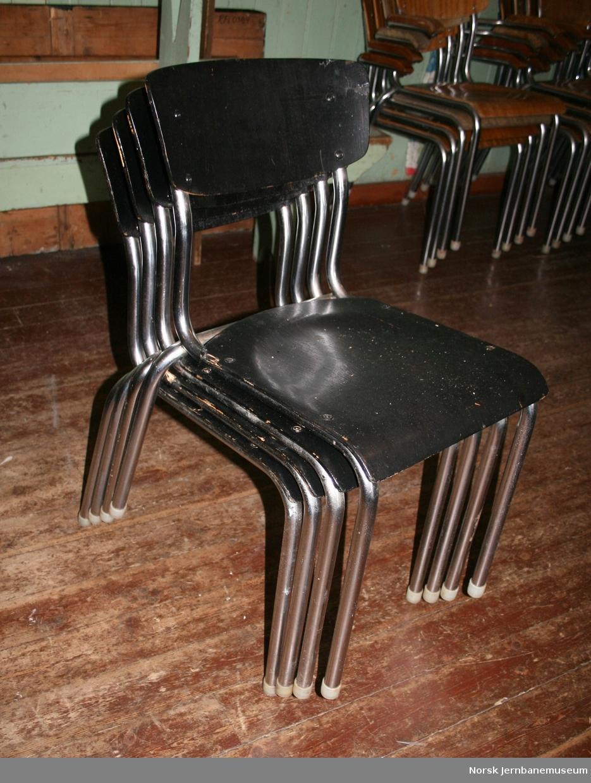 20 stoler, uten armlener
