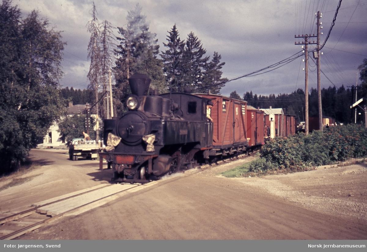 Blandet tog 2051 på Aurskog stasjon