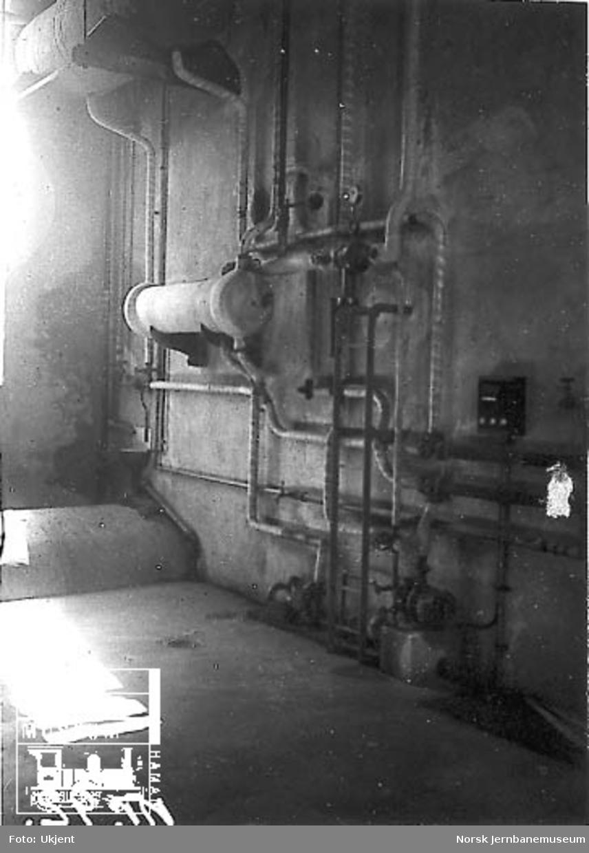 Detaljer av røropplegg i fyrhus (vaskeribygning?) i Trondheim