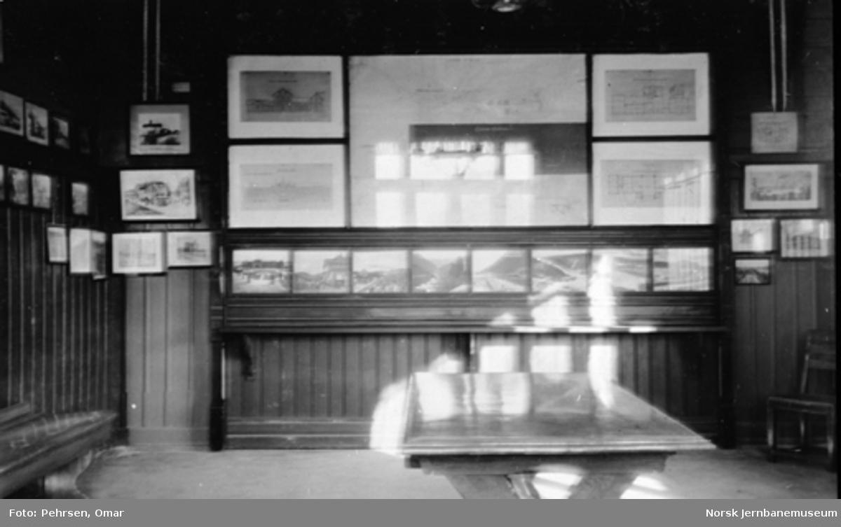 Jernbanemuseet på Disen : Fra utstillingen i venterommet i Ilseng stasjonsbygning