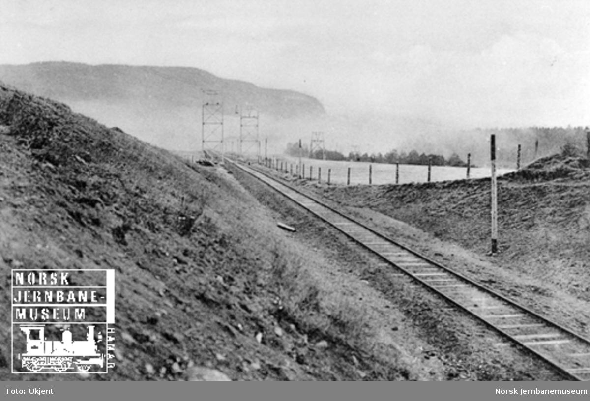 Taubane krysser jernbanen nord for Steinkjer