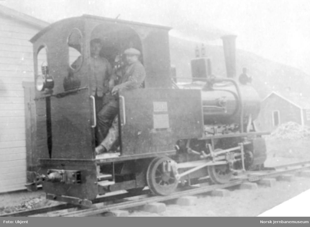 Aurabanens damplokomotiv nr. 1 ferdigmontert