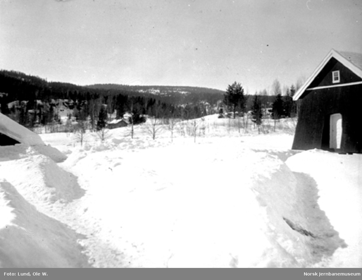 Fra anlegget av Holmestrand-Vittingfossbanen : vinterbilde ved Kleppan gård