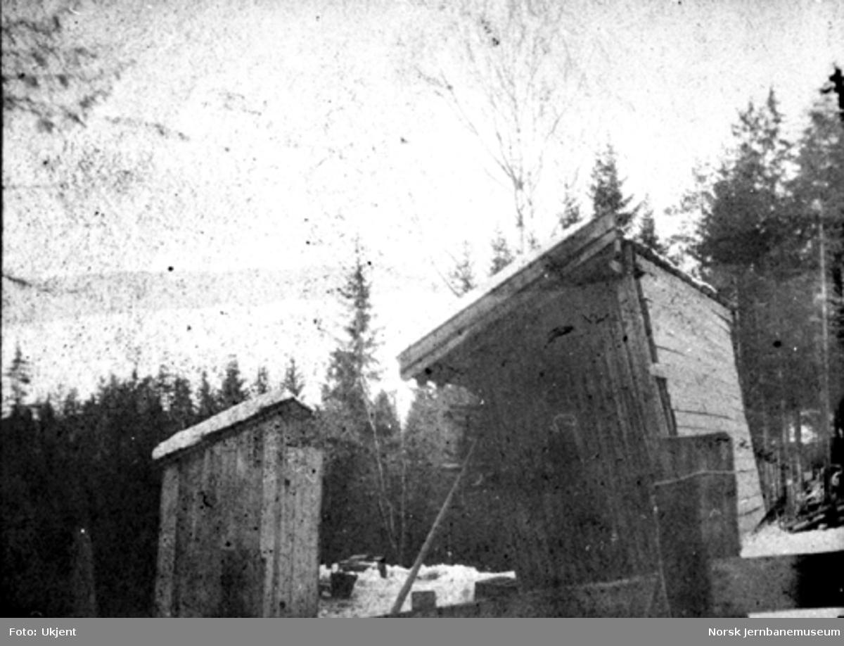 Morud stasjon, toalettbygning og vedbod