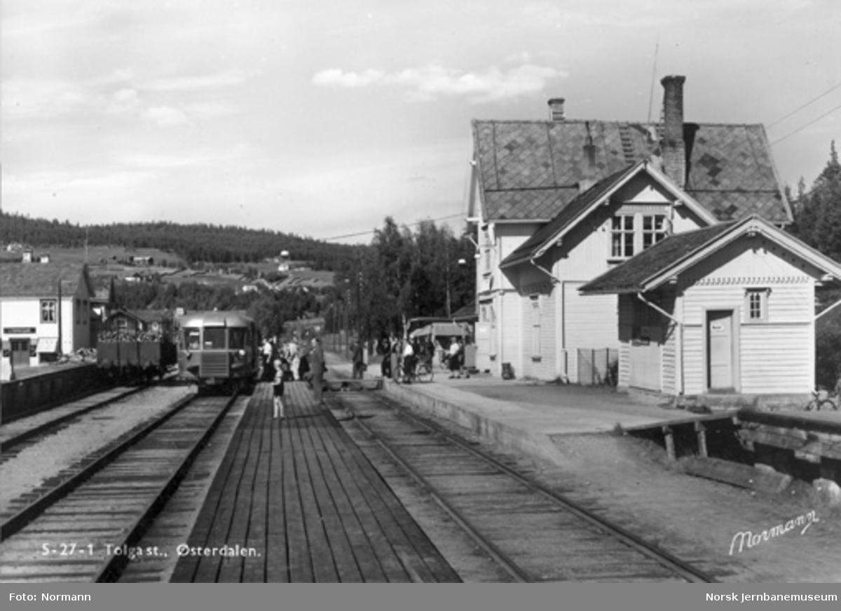 Tolga stasjon med motorvogn i spor 2