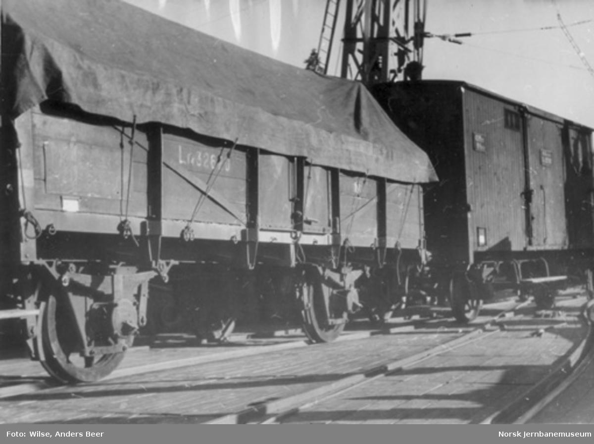Kassevogn litra Lf4 nr. 32620, trolig fotografert under fergeskifting på Tinnoset stasjon