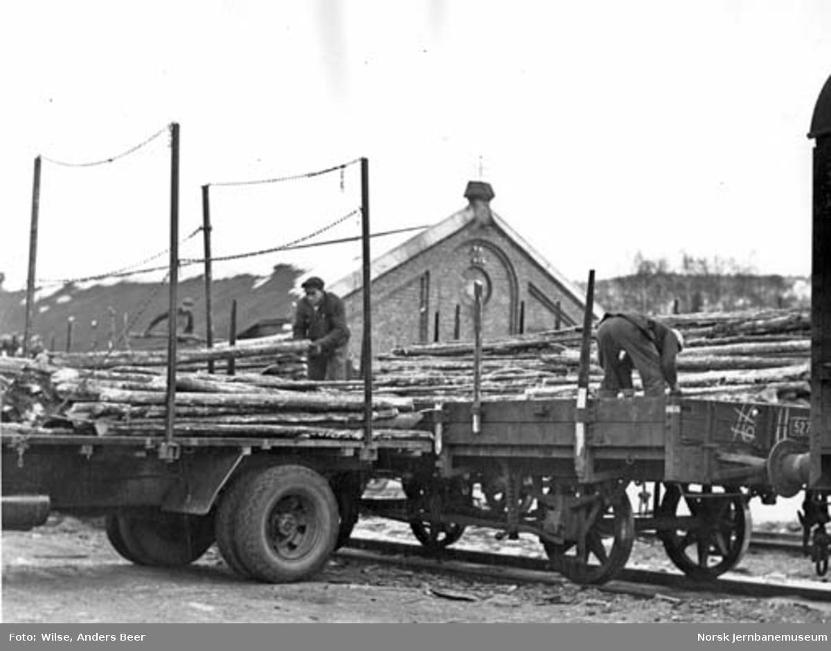 Lossing av vedvogner på Grefsen stasjon