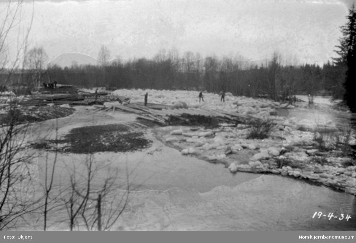 Skader etter isgang i Fura elv ved Hørsand