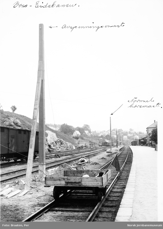 Ferdigstøpte master for elektrifiseringen på Voss stasjon