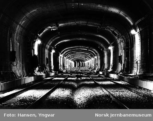 Oslotunnelen : sett vestover fra Nationaltheatret stasjon, før åpningen