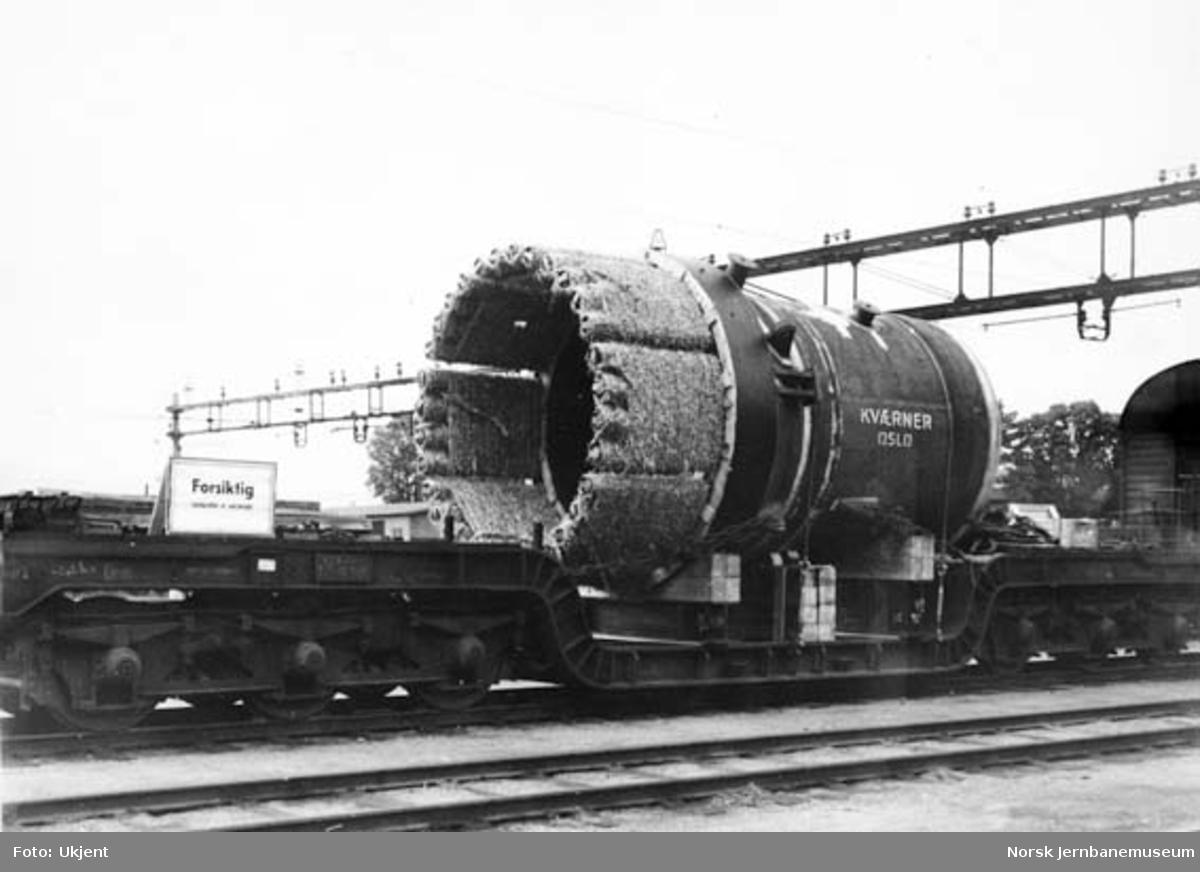 Transport av sylinder med spesialvogn litra Tro4 nr. 16506