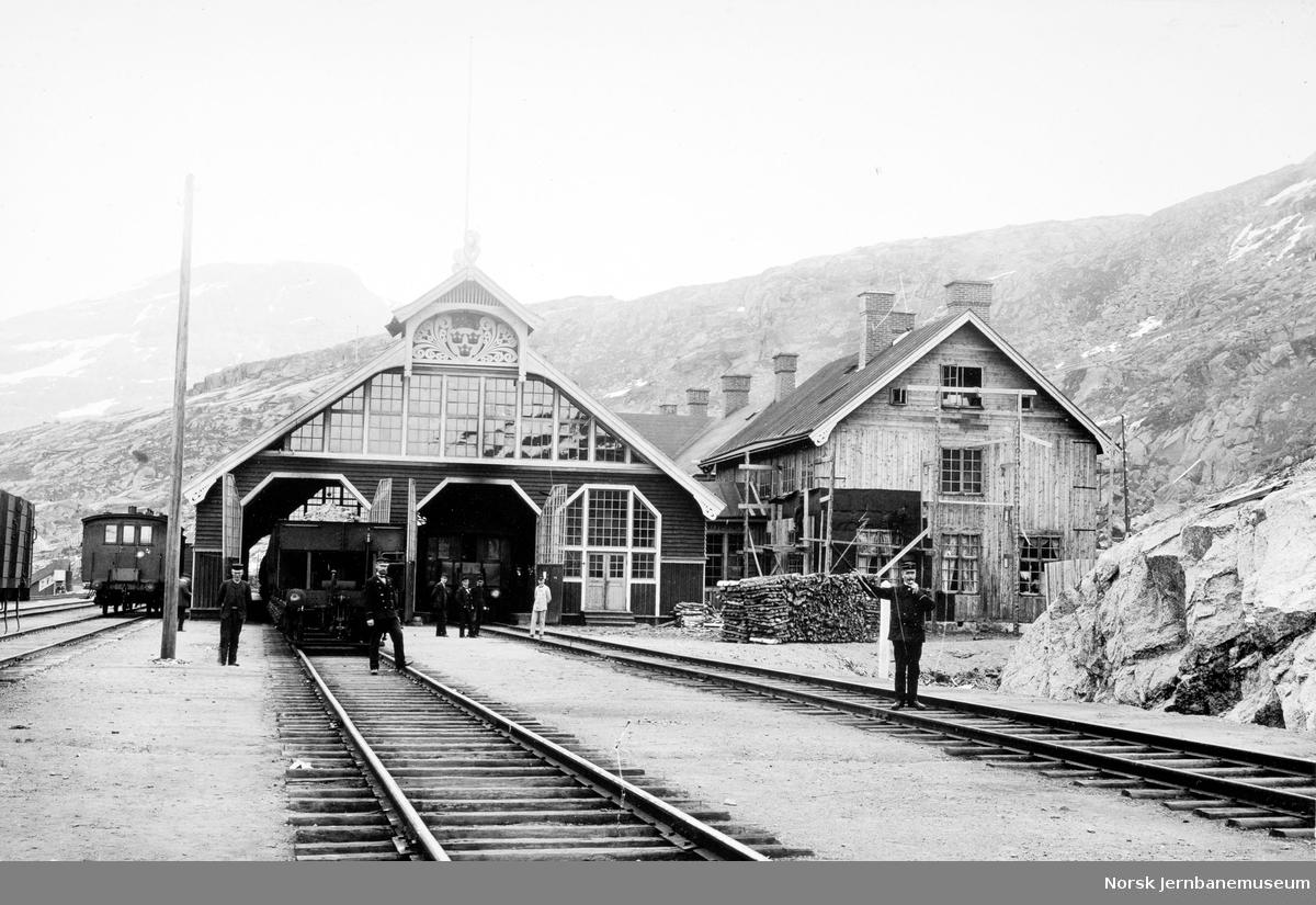 Riksgränsen stasjon med järnvägshotellet under oppføring